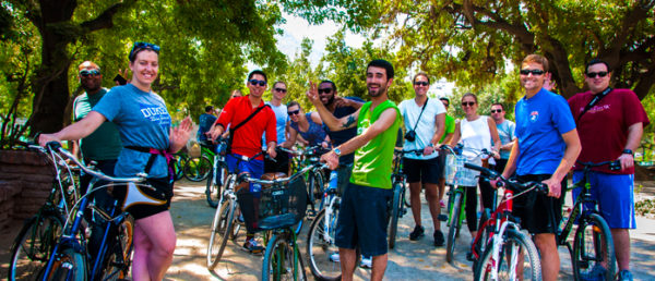 https://tours4tips.com/wp-content/uploads/2016/04/3-Santiago-Morning-Bike-Tour-Parque-Forestal-3-600x258.jpg