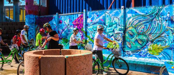 https://tours4tips.com/wp-content/uploads/2016/04/4-Santiago-bellavista-graffiti-chile-city-bike-tour-morning-3-1-600x258.jpg