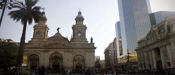 https://tours4tips.com/wp-content/uploads/2018/11/Plaza-de-armas-walking-tour-santiago-600x258.jpg