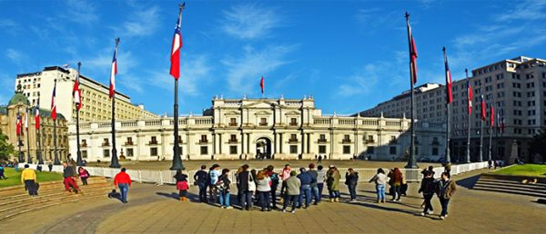 https://tours4tips.com/wp-content/uploads/2019/01/La-moneda-600x258.jpg